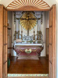 wordless-wednesday-natasha-musing-palacia-do-deo-a-charming-mansion-in-goa-sculpture